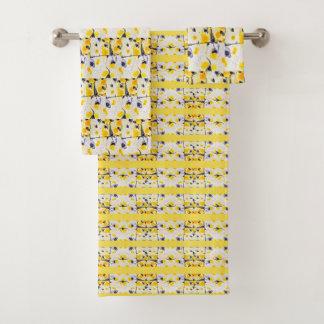 Grupo preto e amarelo de toalha do impressão