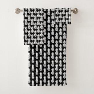 Grupo preto e branco chique de toalha do banheiro