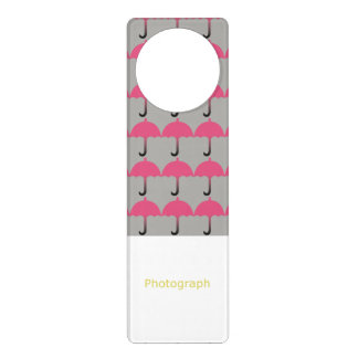 Guarda-chuvas cor-de-rosa aviso de porta