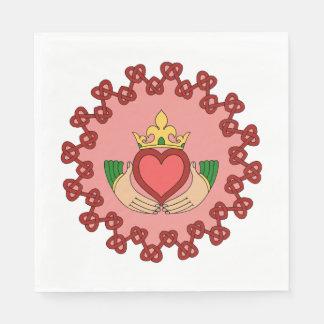 Guardanapo De Papel Claddagh e Knotwork vermelho no rosa