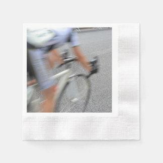 Guardanapo De Papel Close up obscuro do ciclista