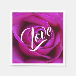 Guardanapo de papel do amor cor-de-rosa