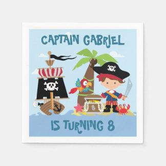 Guardanapo de papel do pirata bonito do menino