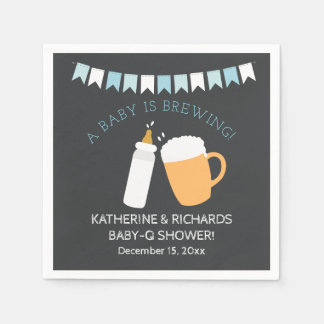 Guardanapo De Papel O bebê do Bebê-q está fabricando cerveja o