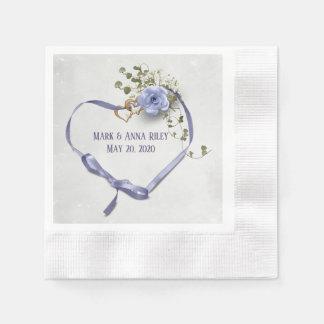Guardanapo De Papel o coração roxo da fita do casamento com anéis e