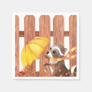 Guardanapo De Papel racoon com guarda-chuva que anda pela cerca