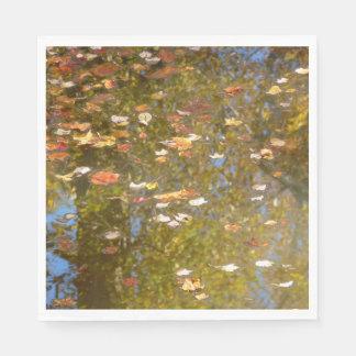 Guardanapo De Papel Reflexão das folhas e do córrego de outono no