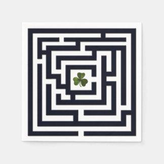 Guardanapo De Papel Trevo no desafio preto do labirinto