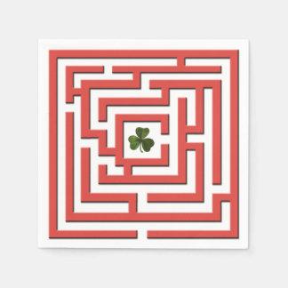 Guardanapo De Papel Trevo no desafio vermelho do labirinto