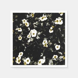 guardanapo pretos das flores brancas