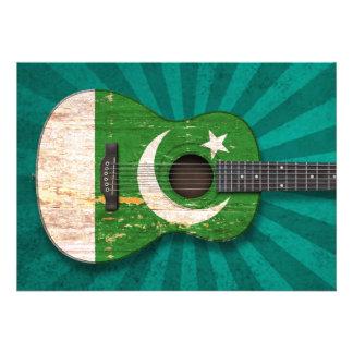 Guitarra acústica da bandeira paquistanesa gasta convite
