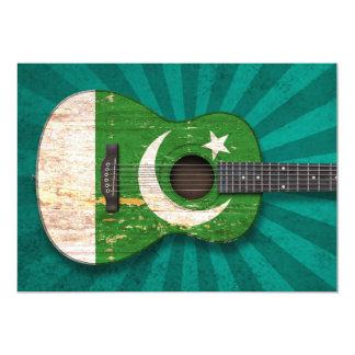 Guitarra acústica da bandeira paquistanesa gasta, convite 12.7 x 17.78cm