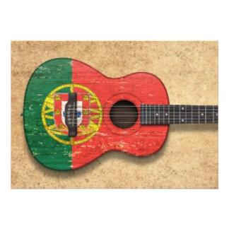 Guitarra acústica da bandeira portuguesa gasta convite