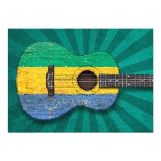 Guitarra acústica envelhecida e vestida da bandeir convites