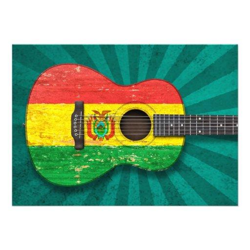 Guitarra acústica envelhecida e vestida da bandeir convite