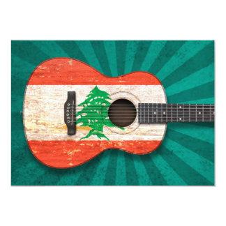 Guitarra acústica envelhecida e vestida da convite