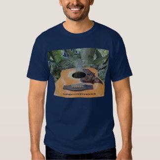 Guitarra acústica personalizada de Yamaha FG300 T-shirts