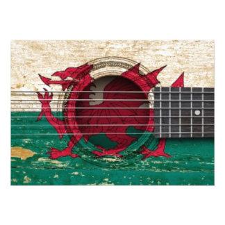 Guitarra acústica velha com bandeira de Galês Convite Personalizados