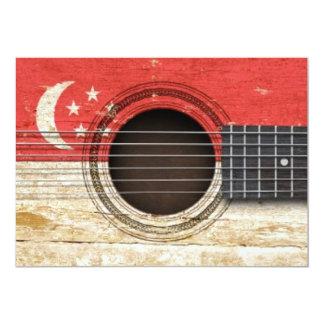 Guitarra acústica velha com bandeira de Singapore Convites Personalizados