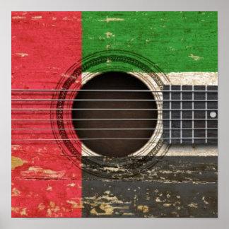 Guitarra acústica velha com bandeira de United Ara Posteres