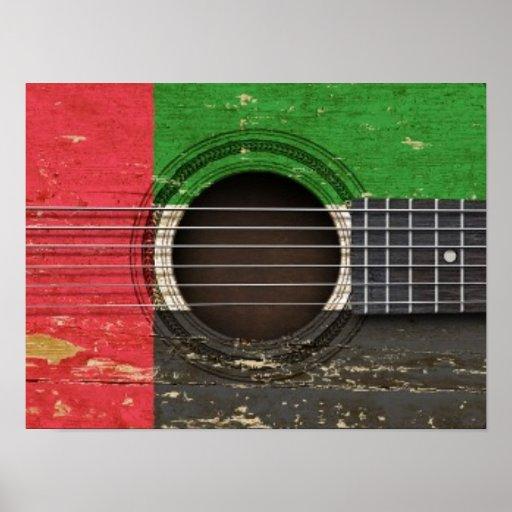 Guitarra acústica velha com bandeira de United Ara Posters