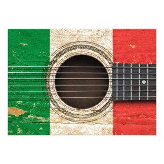 Guitarra acústica velha com bandeira italiana convite personalizado