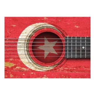 Guitarra acústica velha com bandeira turca convites personalizados