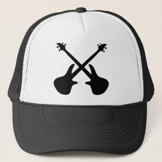guitarra baixa cruzada boné