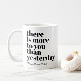 Há-lhe mais do que ontem a caneca de café