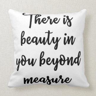 Há uma beleza em você além do travesseiro da almofada