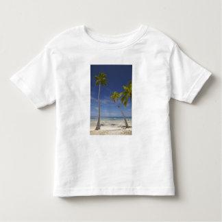 Hammock e palmeiras, resort da ilha da plantação t-shirts