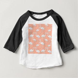 Hand drawn flamingo black outline sketch. Seamless Camiseta Para Bebê