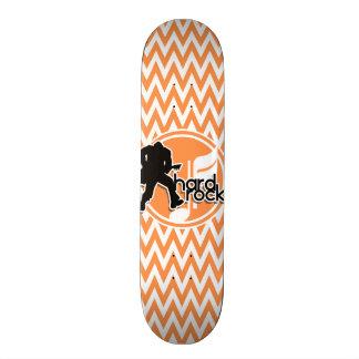 Hard rock; Chevron alaranjado e branco Skates