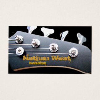 Headstock da guitarra baixa com cartão de visita
