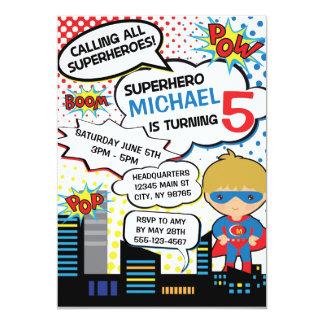 Herói do menino do convite de aniversário do