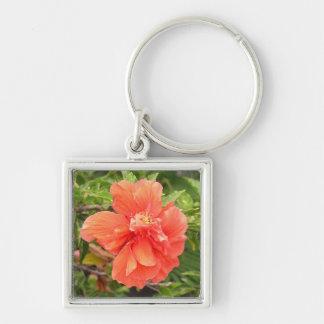 Hibiscus alaranjado brilhante chaveiro quadrado na cor prata