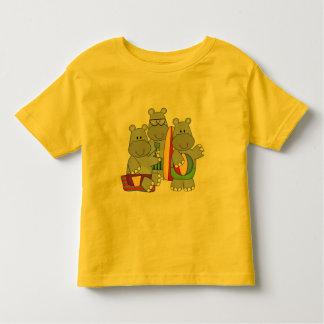 Hipopótamos no camiseta e nos presentes da praia