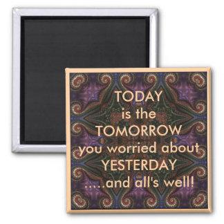 Hoje é o amanhã que diz a imã de geladeira