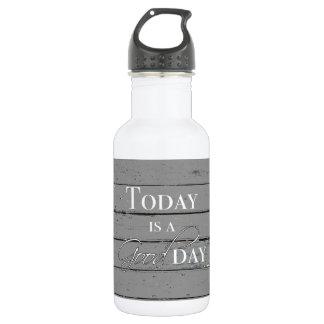 Hoje é uma garrafa de água do bom dia