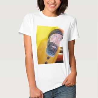 Homem farpado salgado do marinheiro camisetas