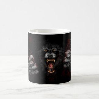 Homem-lobo que rasga para fora seu coração caneca de café