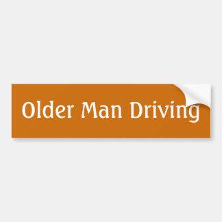 homem mais idoso/mulher que conduz o autocolante adesivo para carro