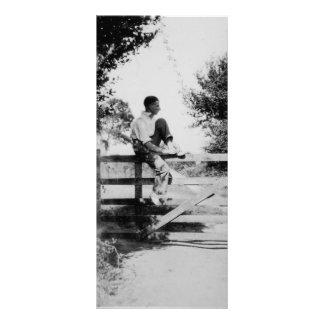 Homem na imagem preta da porta & branca velha 10.16 x 22.86cm panfleto