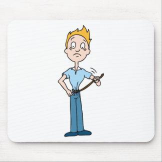 Homem que aperta sua correia mouse pad