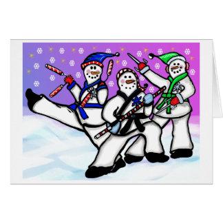 Homens da neve das artes marciais com cartão das
