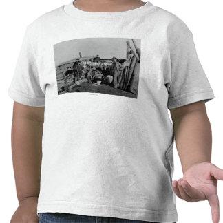 Homens de Klondike após ter caçado o lagópode dos Tshirts