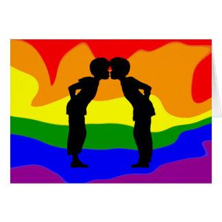 Homens de LGBT dois que beijam o cartão da