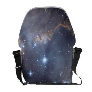 Hubble observa estrelas infantis na galáxia bolsas mensageiro