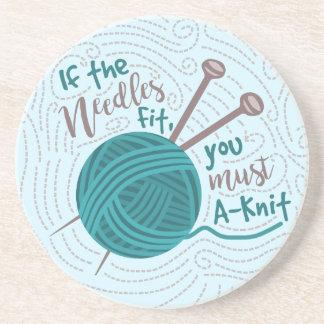 Humor de confecção de malhas engraçado das agulhas porta copos de arenito