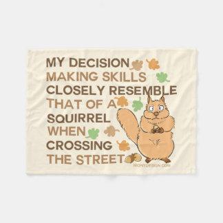 Humor do esquilo das habilidades da tomada de cobertor de velo